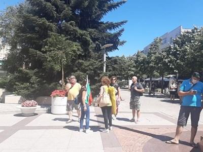 """Кметът на Бургас тръгна към парк """"Росенец"""", с него е и Христо Иванов (Видео, снимки)"""