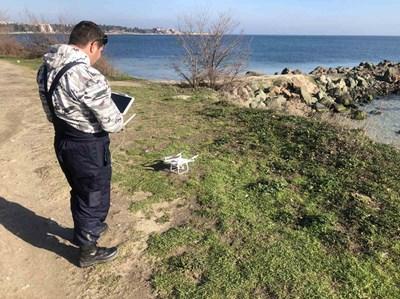 Експерти правят заснемане на трасето на бъдещата крайбрежна алея.