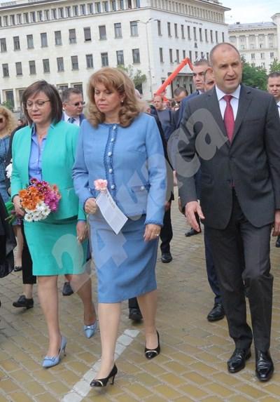 На шествието Корнелия Нинова крачеше до президента Румен Радев и вицепрезидента Илияна Йотова СНИМКА: 24 часа