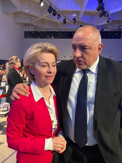 Премиерът Бойко Борисов разговаря с председателя на ЕК Урсула фон дер Лайен. Снимка правителствена пресслужба