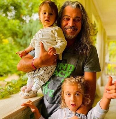 Маги Халваджиян с двете си внучета - момиченцето Кай и братчето й Еди СНИМКА: ИНСТАГРАМ ПРОФИЛ НА ХАВЛАДЖИЯН