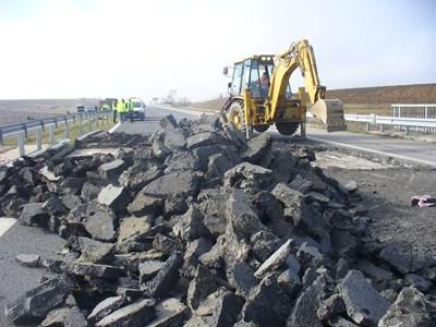 """Вместо до 30 юни, ремонтът на автомагистрала """"Тракия"""" край Стара Загора ще продължи с месец повече - до 30 юли т.г., съобщиха от Агенция """"Пътна инфраструктура"""". Снимка: Ваньо Стоилов"""