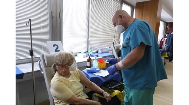 Д-р Аспарух Илиев: Новите ваксини със сигурност няма да ни разболеят от рак
