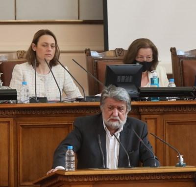 Бившият министър на културата Вежди Рашидов на трибуната на НС.