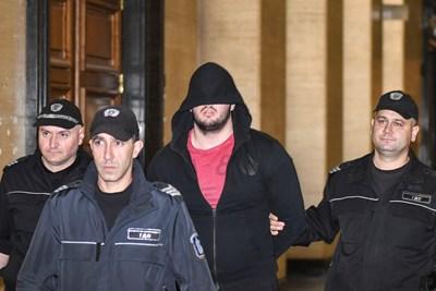 Йоан Матев крие лицето си в съда СНИМКА: Булфото
