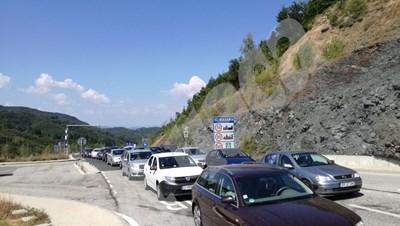 """Половин час отнема преминаването на българо гръцката граница през ГКПП """"Маказа"""". СНИМКА: Авторът СНИМКА: 24 часа"""