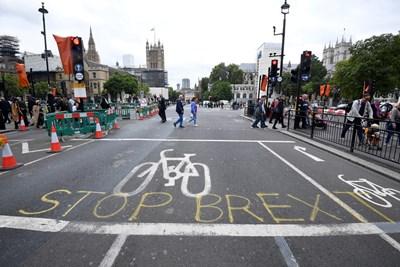 """Надпис """"Спрете Брекзит"""" - близо до парламента в Лондон Снимка: Ройтерс"""