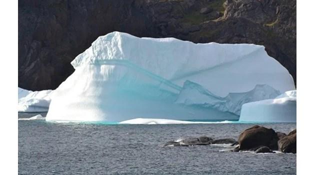 Езеро в Гренландия се изпразниза часове (Видео)