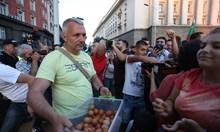 Кадрова криза на барикадата пред Ректората, протестиращите съвсем се изпокараха