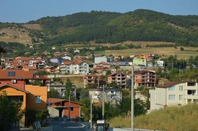 В Черноочене изникна нов квартал, в който живеят завърнали се пенсионери от Турция.  СНИМКА: Ненко Станев