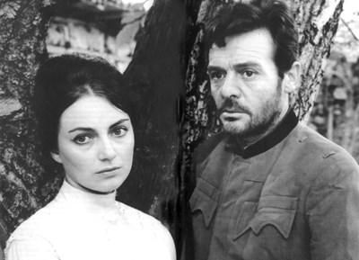 """Невена Коканова и сръбският актьор Раде Маркович се влюбват, докато снимат """"Крадецът на праскови""""."""