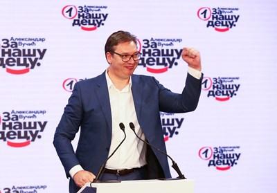Александър Вучич се радва на победата си на изборите.   СНИМКА: РОЙТЕРС