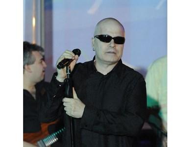 """Слави пее пред абитуриенти от домове в резиденция """"Бояна"""" преди 2 години.   СНИМКА: БУЛФОТО"""