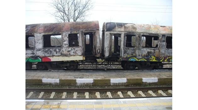 Спор кое подпали влака: Късо съединение или  фас в тоалетната