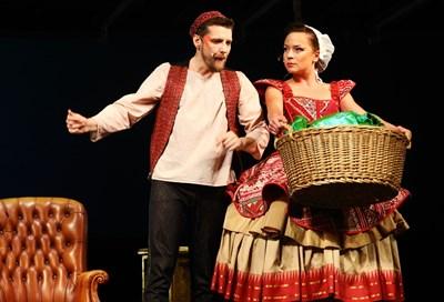 В главните роли са младите Джулия Бочева и Димитър Живков