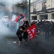 Насилие избухна срещу нов закон, ограничаващ протестите в Гърция