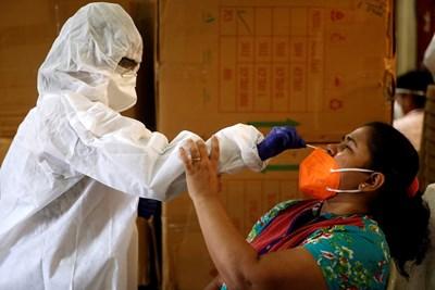Индия отчeте по-рано рекордно увеличение в броя на заразените с коронавирус. СНИМКА: Ройтерс