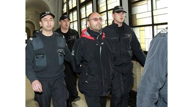 Опасният рецидивист Владимир Пелов е избягал от затвора след нападение на надзиратели (Обновена)