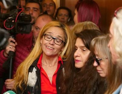 Десислава Иванчева и Биляна Петрова (вдясно), преди да чуят присъдите си в понеделник. СНИМКА: Йордан Симeонов