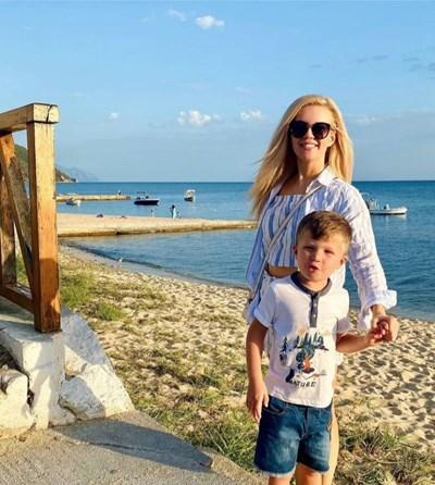 Нели Петкова заведе сина си на море в Гърция