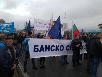 Над 1000 души протестираха в Банско срещу еколози с искане за втора кабинка.