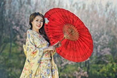 В Япония и Южна Корея жените често използват избелващи кремове, което прави козметиката една от най-големите индустрии в Азия. СНИМКА: Pixabay