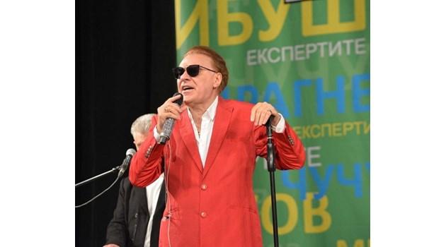 Васил Найденов пя на обезболяващи в Казанлък, натъртил си коленете при катастрофата