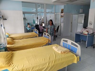 Болници в Пловдив отново разкриват ковид отделения.