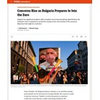 """Статията е илюстрирана с плакат от протестите от миналото лято, на който тогавашният премиер Бойко Борисов е изобразен с маска за лице във формата на банкнота от 500 евро. Факсимиле """"Шпигел"""""""