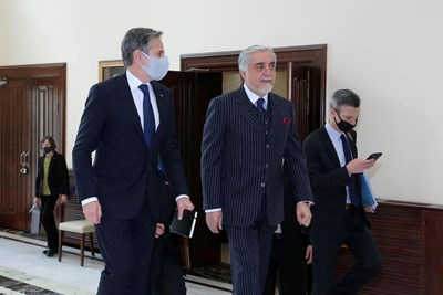Блинкън се срещна с ръководителя на изпълнителната власт Абдула Абдула. Снимка Ройтерс