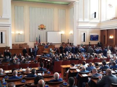 """Депутатите не приеха да се осигури от ваксината """"Спутник V"""" у нас."""