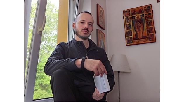 Слави Трифонов изтърва момента да направи партия