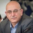 Емил Димитров отговаря надепутатски въпроси, после празнува