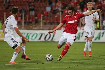 """ЦСКА първо трябва да отстрани """"Осиек"""", преди да мисли за """"Ню сейнтс"""" или """"Виктория""""."""