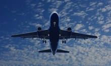 """Български самолет пропадна в """"срез на вятъра"""", има ранени (Видео, обновена)"""
