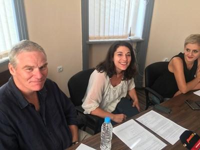 Крис Болдуин, Гина Кафеджян и Светлана Куюмджиева представиха програмата за 5-и. Снимка: Авторът