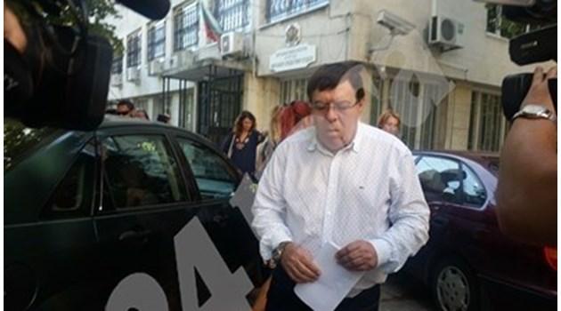 Бенчо Бенчев се появи в общинския съвет в Бургас