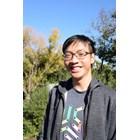 Кьонг много иска да се запише да учи в Университета в Чикаго.