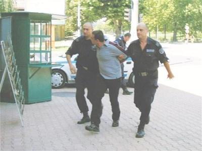 Джем Мустафа (в средата) е един от малкото, осъдени за сводничество в Кърджали. СНИМКИ: АВТОРЪТ