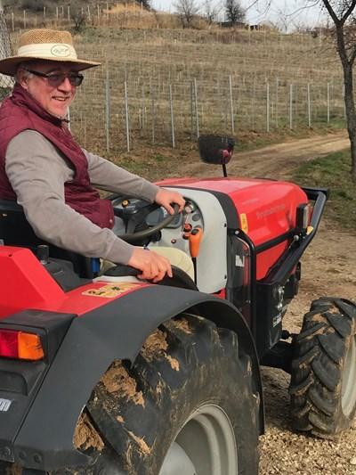 Именитият социолог, яхнал трактор пред лозето си в с. Зорница.