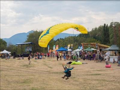 Фестивал на свободния полет среща пилоти и любители на безмоторното летене в Стара планина