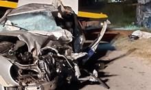 Шофьор на 18 г. уби себе си и още 5-има в зверска катастрофа край град Крън (Обзор)