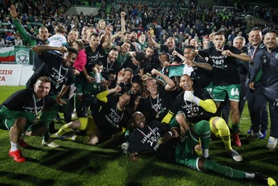"""Футболистите на """"Лудогорец"""" се радват на осмата си поредна титла. СНИМКА: Клубен сайт"""