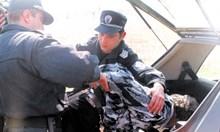 1999 г.: Руски правозащитник разстрелян от свои заради земи на Дюни. Засечка в пистолета на единия от обвиняемите Полонски по чудо спасява полицаи