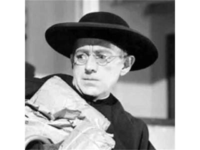 Характерният образ на свещеника детектив отец Браун оживява и на големия екран. СНИМКА: АРХИВ