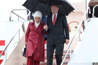 Ердоган и съпругата му Емине пристигнаха в Осака за срещата на Г-20 СНИМКА: Ройтерс