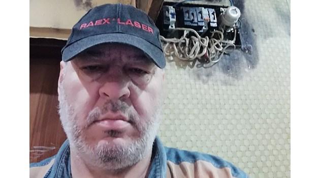 Заради наводнен апартамент мъж се разболява от рак и губи семейството си. Майка му умира от мъка, жена му и синовете му го напускат, баща му получава инсулт