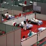 В Испания изграждат полеви болници, за да се справят с епидемията.