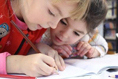 Родителите ще знаят как се развиват децата им, ако има постоянна интернет връзка.
