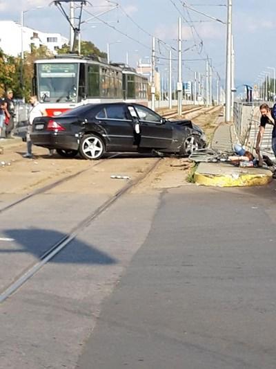 Катастрофата на кръстовището на Ботевградско шосе на 2 октомври 2019 Снимки: Фейсбук/ Цветанка Илкова